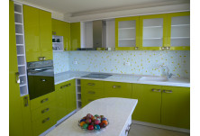 кухня по поръчка зелен гланц